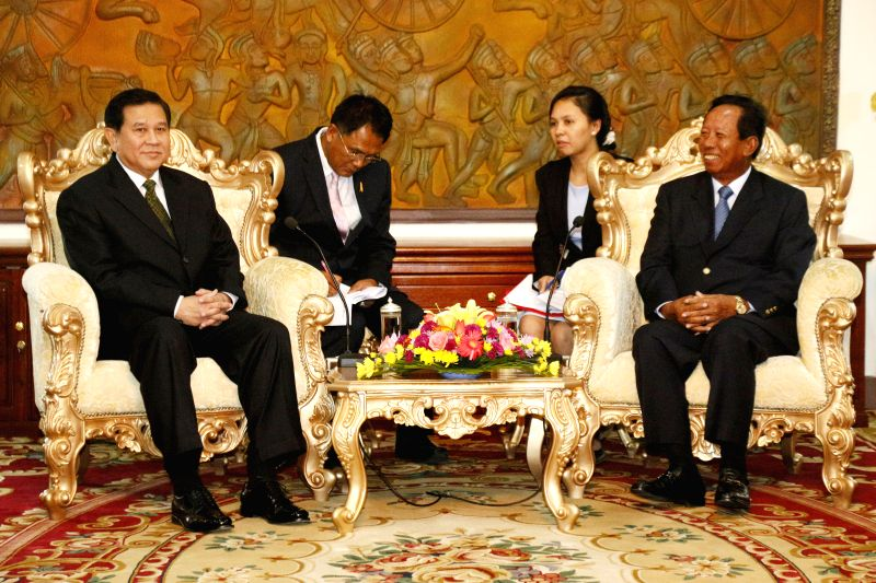 Cambodian Deputy Prime Minister and Defense Minister Gen. Tea Banh (front R) meets with visiting new Thai Foreign Minister Gen. Tanasak Patimapragorn (front L) .. - Gen