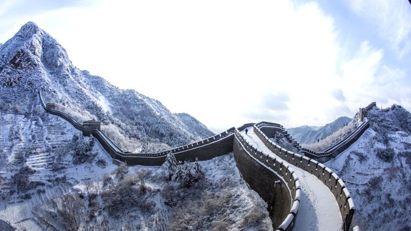 Photo taken on Nov. 23, 2015 shows the scenery of Huangyaguan section of the Great Wall after a snowfall in Tianjin, north China.