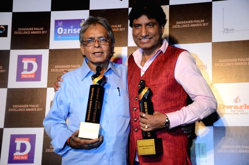 Photographer Raju Upadhyay with comedian Raju Srivastav at the Dadasaheb Phalke award ceremony in Mumbai on April 21, 2017. - Raju Upadhyay