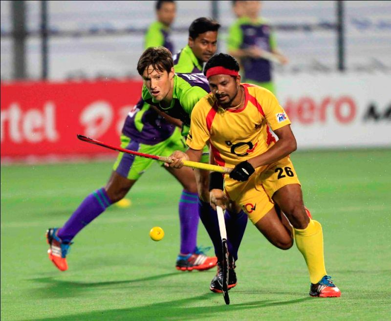 Players in action during a Hockey India League match between Delhi Waveriders and Ranchi Rays in New Delhi, on Feb 12, 2015. (Photo : IANS)