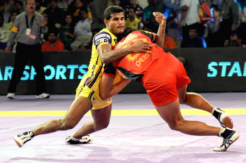 Players in action during a Pro-Kabaddi League match between Bengaluru Bulls and Telugu Titans at Kanteerava Indoor Stadium in Bangalore on Aug 26, 2014.Bengaluru Bulls won. Score: 27 - 26.