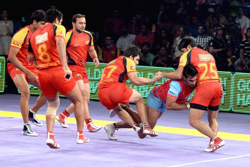 Players in action during a Pro-Kabaddi League match between Bengaluru Bulls and Jaipur Pink Panthers at Kanteerava Indoor Stadium in Bangalore on Aug 27, 2014.Bengaluru Bulls won. Score: 30 - 29.