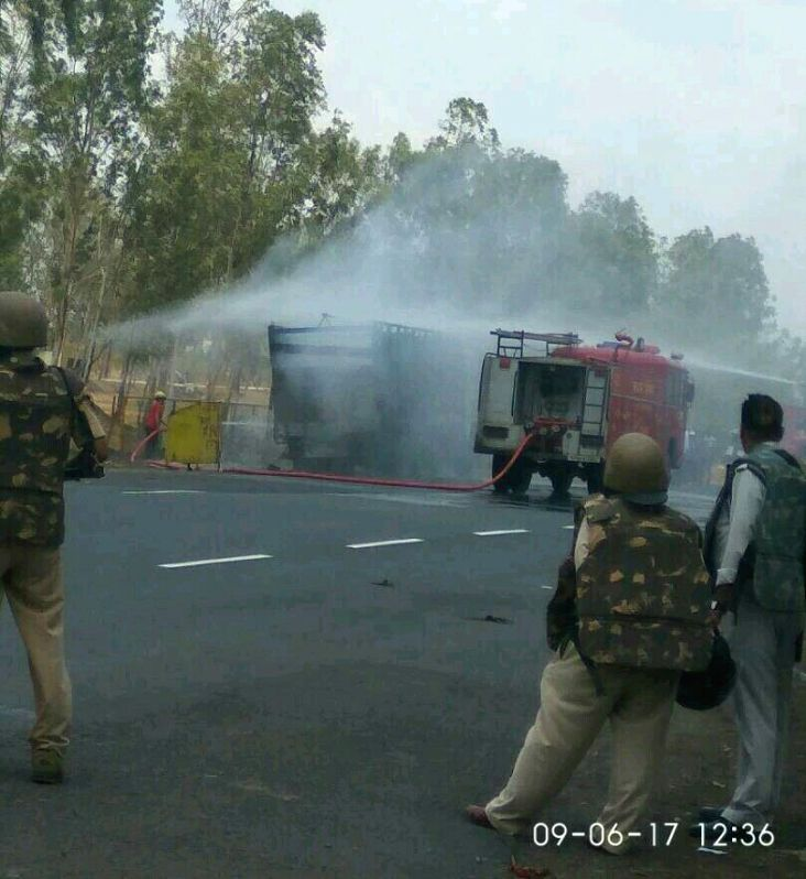 Police charge water cannons on protesting farmers in Bhopal on June 9, 2017.