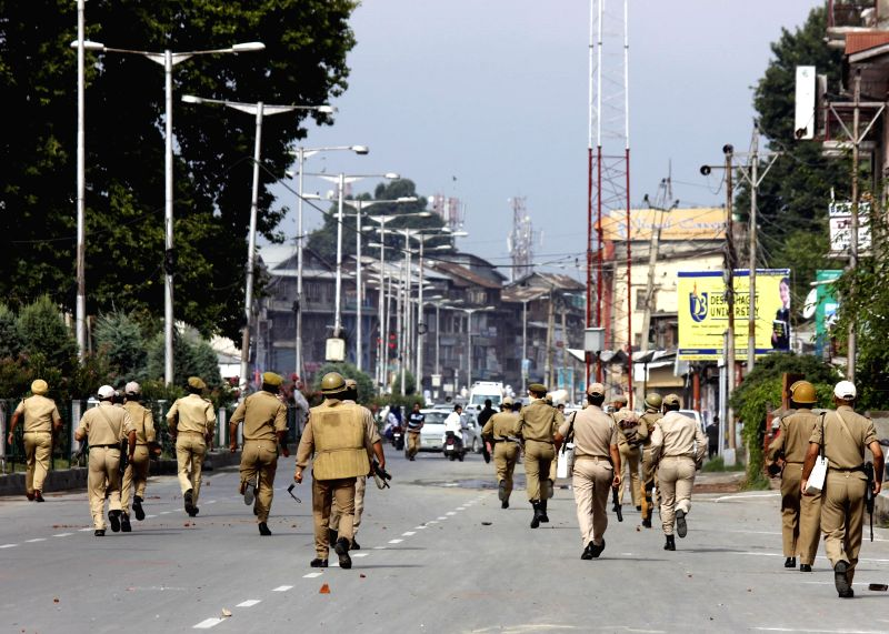 Police personnel clash with people protesting against Israel`s strike in Gaza after Eid-ul-Fitr prayers in Srnagar on July 29, 2014. Syed Ali Shah Geelani, chairman of All Parties Hurriyat Conference
