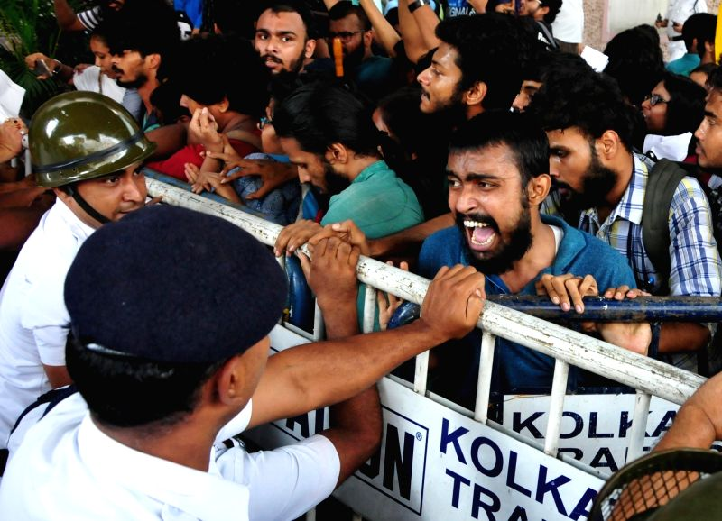 Police try to contain social activists demonstrating against attack on Bangladeshi students in Dhaka, outside Bangladesh High Commission in Kolkata, on  Aug 6, 2018