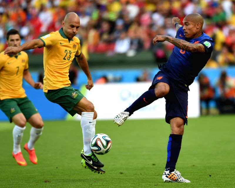 Australia's Mark Bresciano (C) vies with Netherlands' Nigel de Jong (R) during a Group B match between Australia and Netherlands of 2014 FIFA World Cup at the .