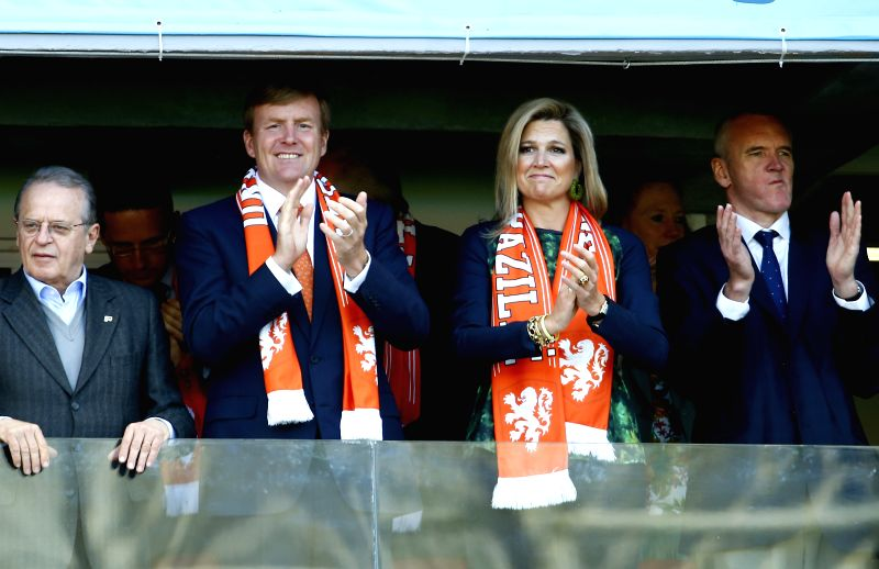 Netherlands' King Willem-Alexander (L) and Queen Maxima applaud their team during a Group B match between Australia and Netherlands of 2014 FIFA World Cup at ..