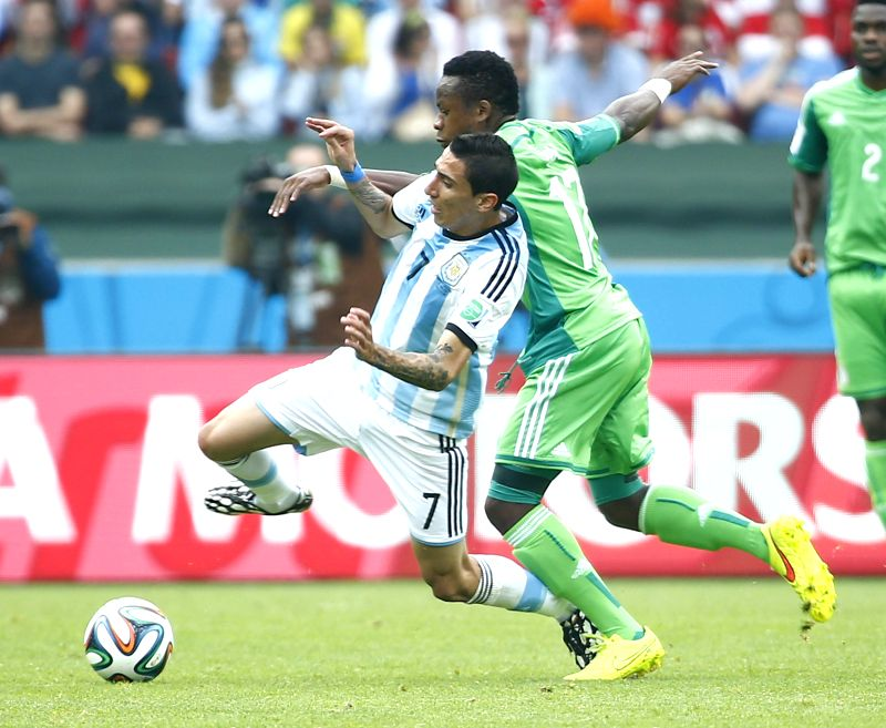 Argentina's Angel Di Maria (L) vies with Nigeria's Ogenyi Onazi during a Group F match between Nigeria and Argentina of 2014 FIFA World Cup at the Estadio ...