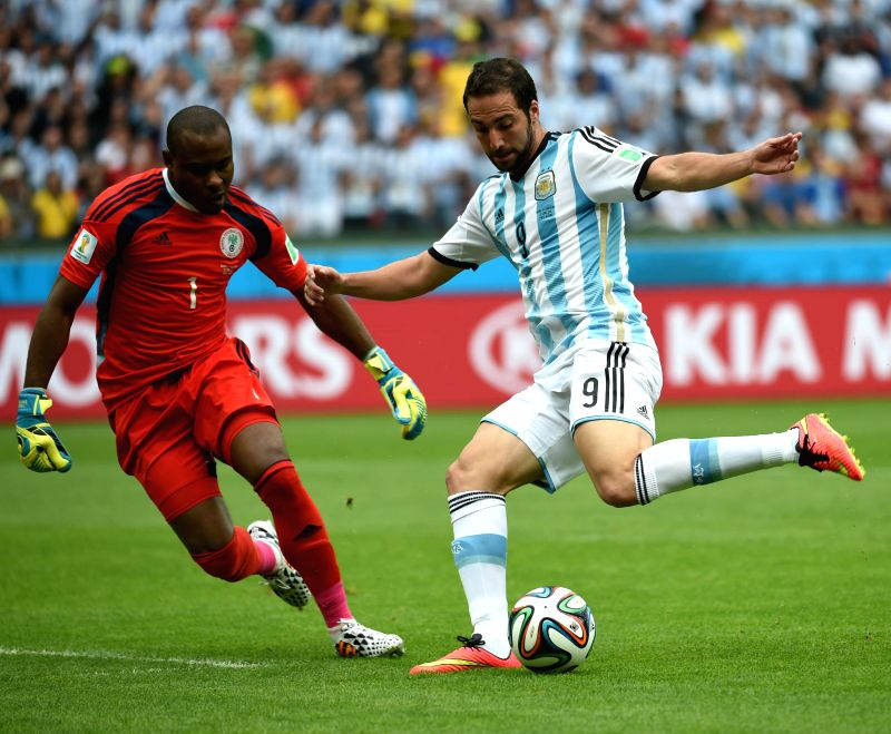 Argentina's Gonzalo Higuain (R) vies with Nigeria's goalkeeper Vincent Enyeama during a Group F match between Nigeria and Argentina of 2014 FIFA World Cup at ..