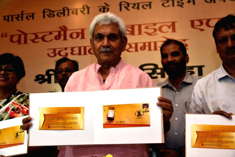 Postmen show the Postman mobile app launched by Union MoS Communications Manoj Sinha in Ranchi, on June 4, 2017. - Manoj Sinha