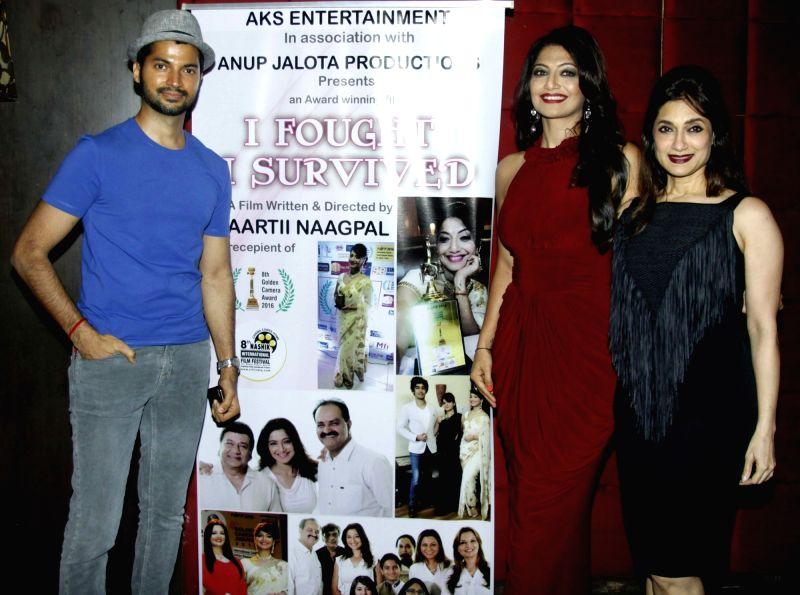 Prashant Gupta, writer Aarti Nagpal and Lucky Morani during the party to celebrate Aarti winning Dadasaheb Phalke Award in Mumbai on July 26, 2016. - Prashant Gupta