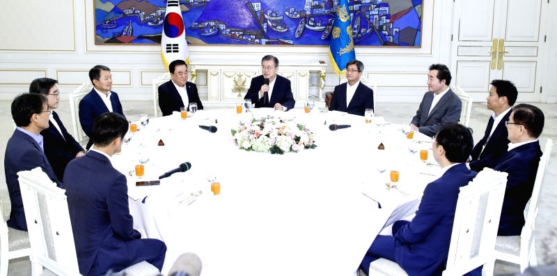 President Moon Jae-in (C) speaks during a luncheon meeting with the heads of judicial, legislative and administrative agencies at the presidential office in Seoul on Aug. 10, 2018.