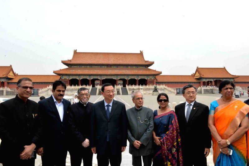 President Pranab Mukherjee and his daughter Sharmistha Mukherjee visit the Forbidden City in Beijing on May 27, 2016. - Pranab Mukherjee and Sharmistha Mukherjee