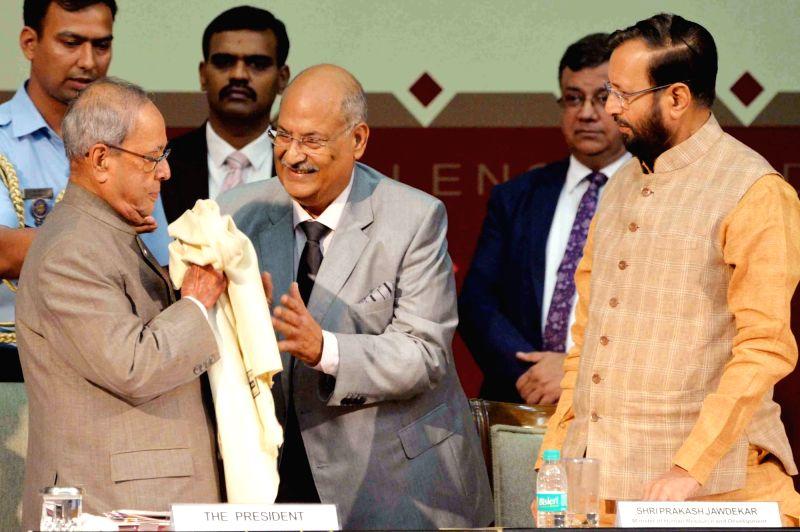 President Pranab Mukherjee and Union HRD Minister Prakash Javadekar during Malti Gyan Peeth Puraskar presentation ceremony at Rashtrapati Bhavan on May 29, 2017. - Prakash Javadekar and Pranab Mukherjee