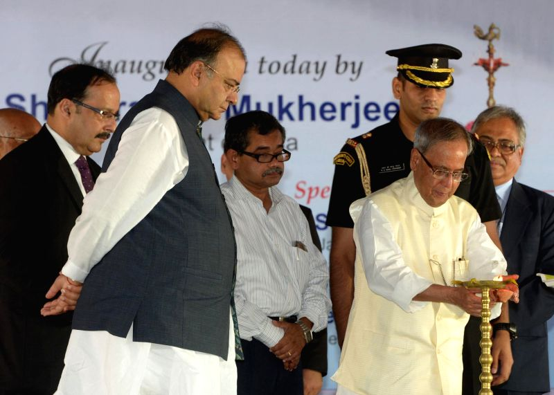 President Pranab Mukherjee and Union Minister for Finance, Corporate Affairs and Defence Arun Jaitley during inauguration of MDI, Murshidabad in Jangipur at West Bengal on Aug 25, 2014. - Pranab Mukherjee and Arun Jaitley