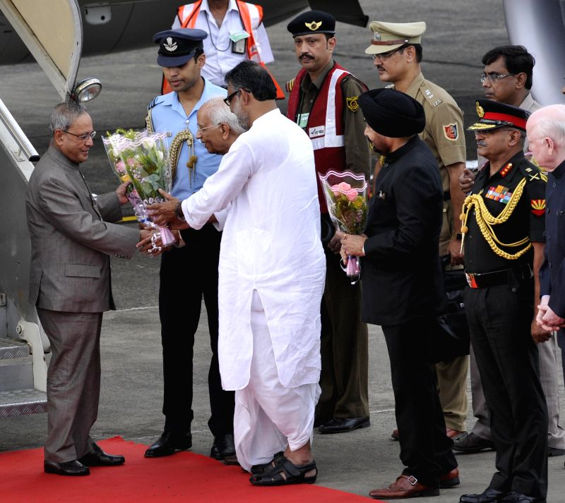 President Pranab Mukherjee being greeted by West Bengal Governor Keshari Nath Tripathi on his arrival at Netaji Subhash Chandra Bose Airport in Kolkata on August 1, 2014. - Pranab Mukherjee and Keshari Nath Tripathi