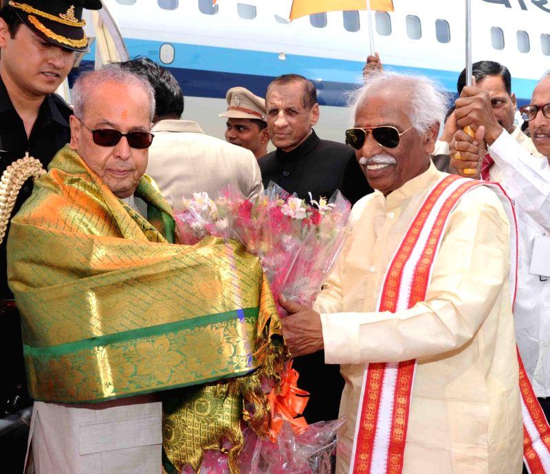 President Pranab Mukherjee being received by Union labour minister Bandaru Dattatreya at Begumpet Airport in Hyderabad on April 26, 2017. - Bandaru Dattatreya and Pranab Mukherjee