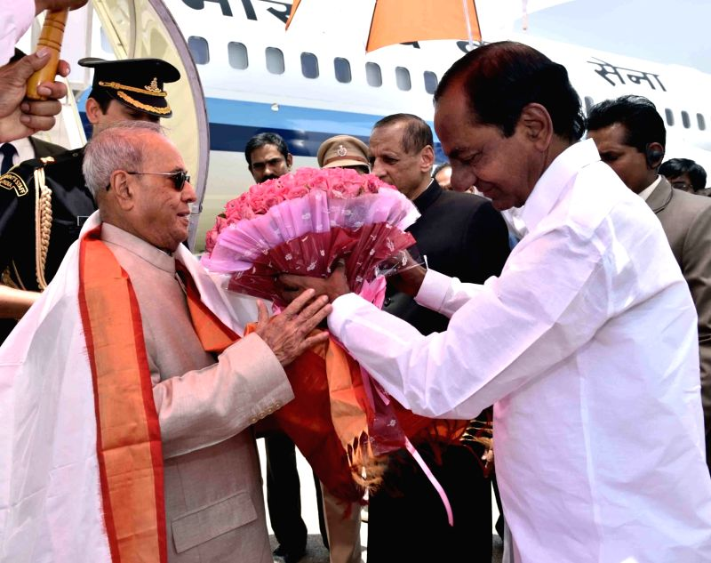 President Pranab Mukherjee being received by Telangana Chief Minister K Chandrasekhar Rao at Begumpet Airport in Hyderabad on April 26, 2017. - K Chandrasekhar Rao and Pranab Mukherjee