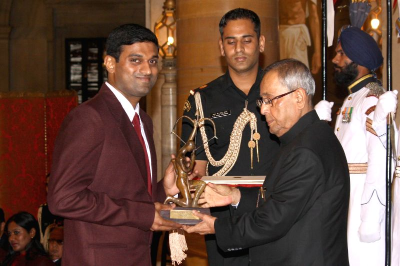 President Pranab Mukherjee confers Arjuna Award to Diju Valiyaveetil during a programme organised at Rashtrapati Bhavan, in New Delhi on August 29, 2014. - Pranab Mukherjee