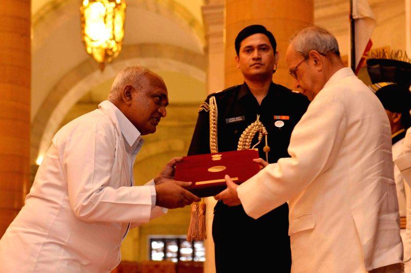 President Pranab Mukherjee confers the National Florence Nightingale Awards at Rashtrapati Bhawan in New Delhi, on May 12, 2016. - Pranab Mukherjee