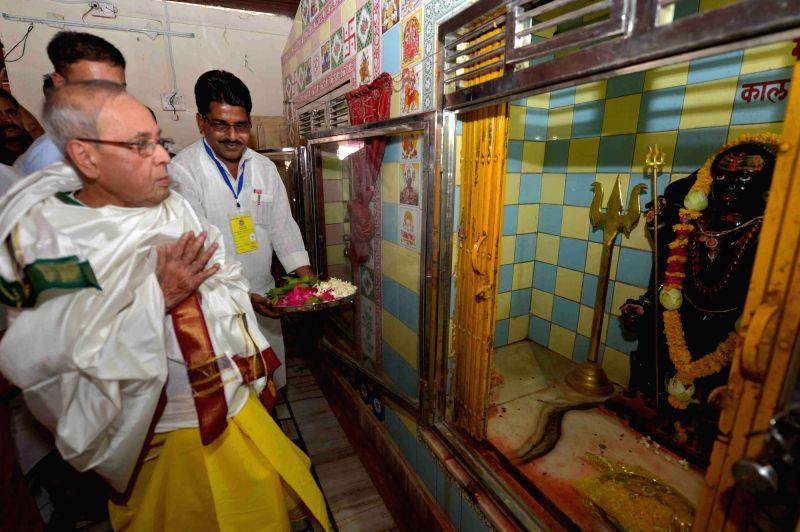 President Pranab Mukherjee during his visit to Baglamukhi Temple at Datia in Madhya Pradesh on June 10, 2017. - Pranab Mukherjee
