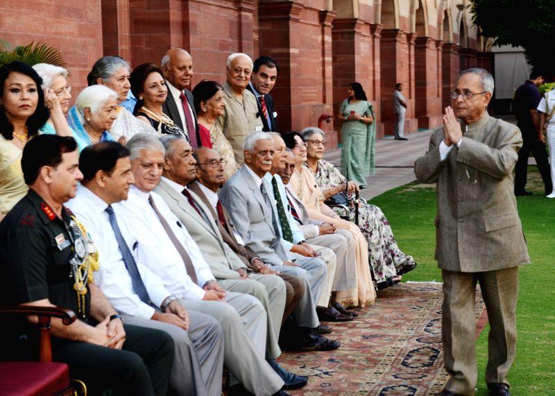 President Pranab Mukherjee greets former AsDC (aides-de-camp) to the President of India during a reunion of AsDC at Rashtrapati Bhavan in New Delhi on May 4, 2014. - Pranab Mukherjee