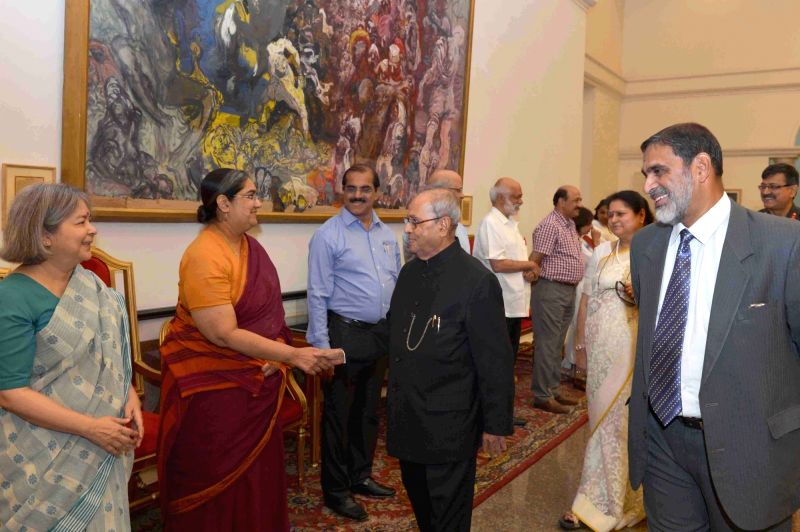 President Pranab Mukherjee interacts with journalists during a programme organised to bid farewell to Press Secretary, Venu Rajamony at Rashtrapati Bhavan on May 25, 2017. - Pranab Mukherjee