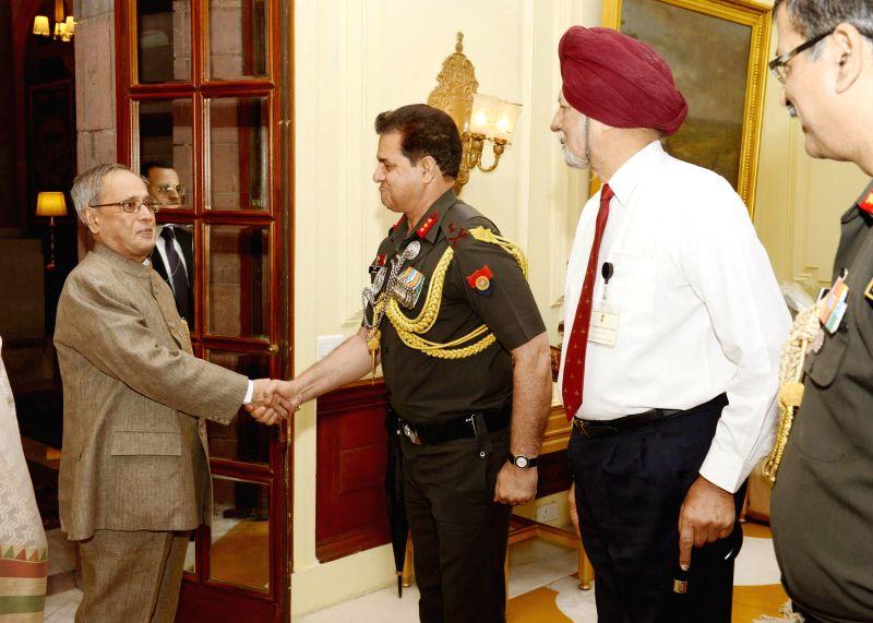 President Pranab Mukherjee meets former AsDC (aides-de-camp) to the President of India during a reunion of AsDC at Rashtrapati Bhavan in New Delhi on May 4, 2014. - Pranab Mukherjee