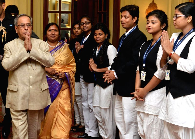 President Pranab Mukherjee meets LLB Students of Hooghly Mohsin College at Rashtrapati Bhavan in New Delhi on Aug 28, 2014. - Pranab Mukherjee