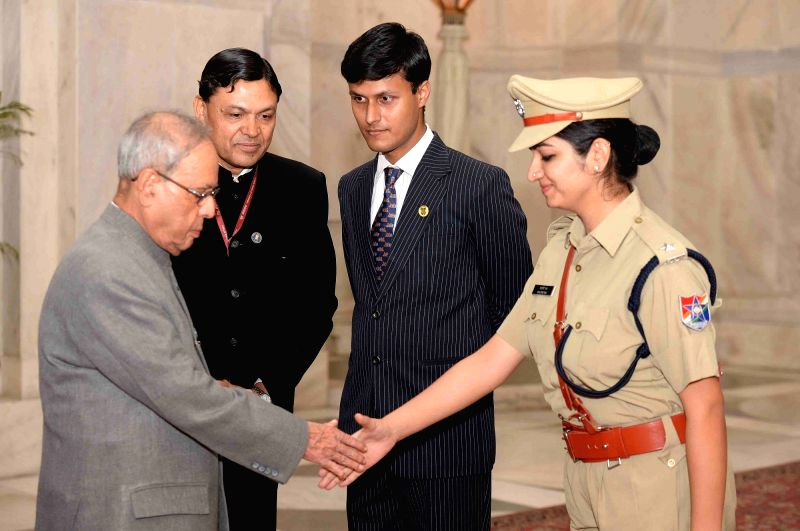 President Pranab Mukherjee meets the Probationers of Indian Railway Service of Engineers (IRSE) Indian Railway Service of Mechanical Engineer (IRSME) and Railway Protection Force at ... - Pranab Mukherjee