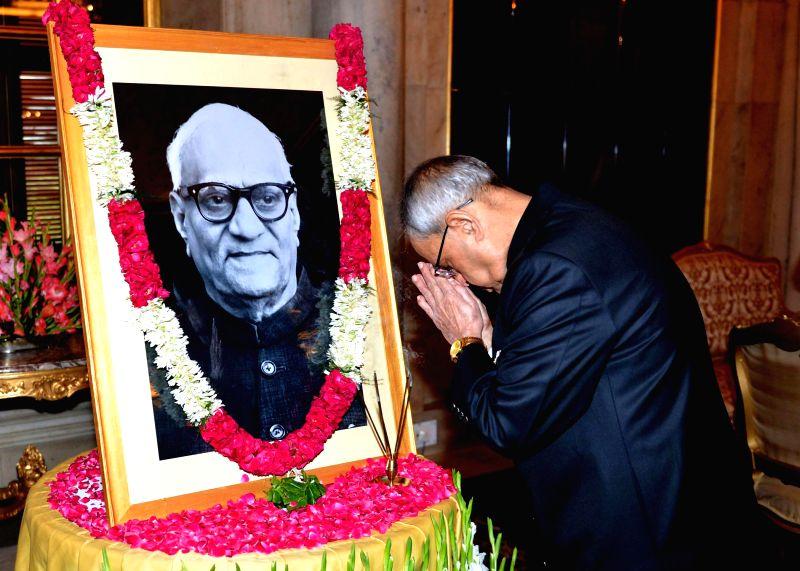 President Pranab Mukherjee  pays floral tribute to former President of India V. V. Giri on his birth anniversary at Rashtrapati Bhavan in New Delhi on Aug 10, 2014 - Pranab Mukherjee