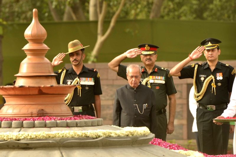 President Pranab Mukherjee pays tribute to former prime minister Rajiv Gandhi on his death anniversary at Vir Bhoomi in New Delhi on May 21, 2017. - Rajiv Gandhi and Pranab Mukherjee