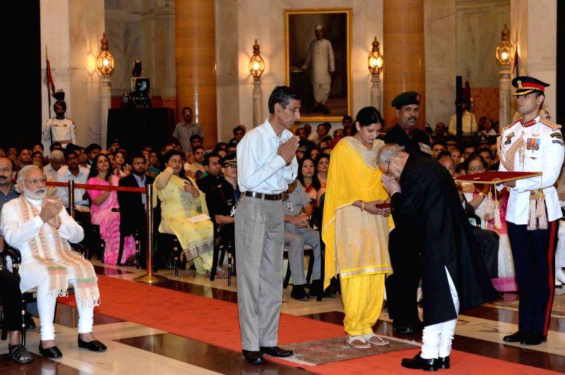 President Pranab Mukherjee presenting the Kirti Chakra to the wife of Naib Subedar Rajesh Kumar (posthumous) during the Defence Investiture Ceremony-II at Rashtrapati Bhawan, in New Delhi ... - Pranab Mukherjee