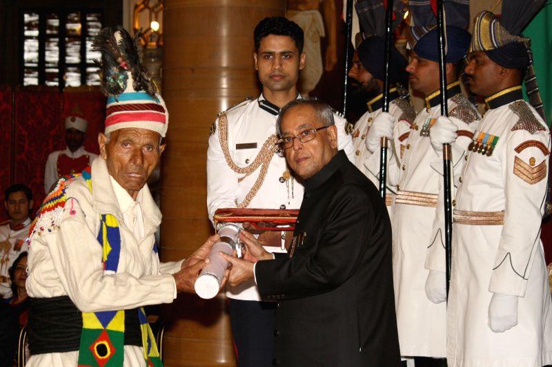 President Pranab Mukherjee presenting the Padma Shri to Musafir Ram Bhardwaj at Rashtrapati Bhawan on April 26,2014. - Pranab Mukherjee and Musafir Ram Bhardwaj