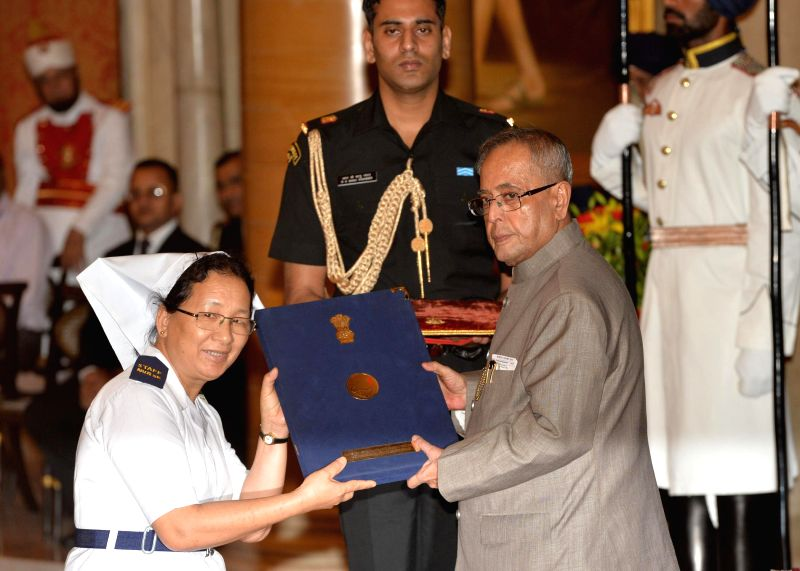 President Pranab Mukherjee presents National Florence Nightingale Awards to nurses at Rashtrapati Bhavan in New Delhi on May 12, 2014. - Pranab Mukherjee