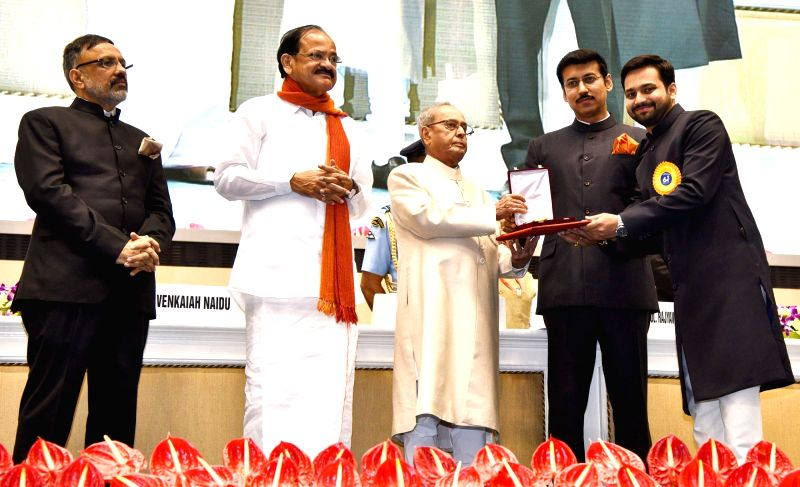 "President Pranab Mukherjee presents Rajat Kamal Award to Filmmaker Aditya Suhas Jambhale for Best Direction in ""Aaba Aiktaay Naa"", at the 64th National Film Awards Function, in ... - Aditya Suhas Jambhale, M. Venkaiah Naidu, Pranab Mukherjee and Rajyavardhan Singh Rathore"
