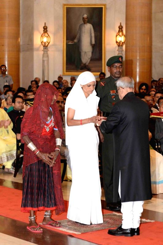 President Pranab Mukherjee presents the Shaurya Chakra to the wife of Sepoy Dharma Ram (posthumous) during the Defence Investiture Ceremony-II at Rashtrapati Bhawan, in New Delhi on May 7, ... - Pranab Mukherjee