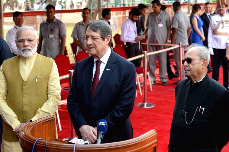 President Pranab Mukherjee, Prime Minister Narendra Modi and President of Cyprus, Nicos Anastasiades speaking to the media during his ceremonial reception at forecourt in Rashtrapati ... - Narendra Modi and Pranab Mukherjee