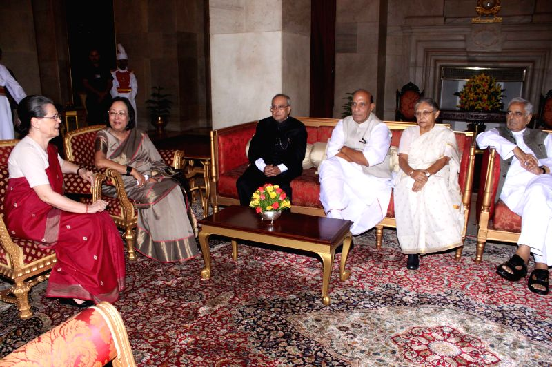 President Pranab Mukherjee with Congress chief Sonia Gandhi, Union Minority Affairs Minister Dr.Najma Heptulla, Union Home Minister Rajnath Singh, former Kerala Governor Sheila Dikshit ... - Sonia Gandhi, Najma Heptulla, Pranab Mukherjee, Rajnath Singh and Sheila Dikshit