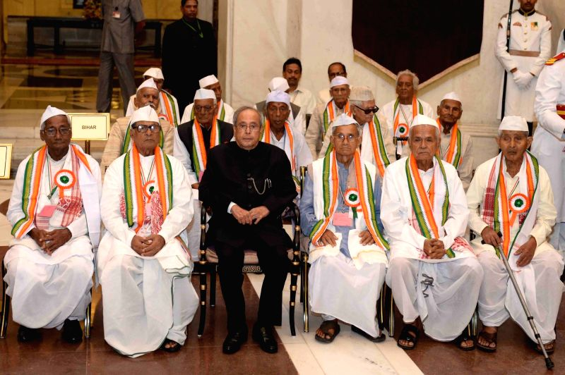 President Pranab Mukherjee with freedom fighters during a reception hosted by him for them at Rashtrapati Bhawan in New Delhi, on Aug 9, 2016. - Pranab Mukherjee