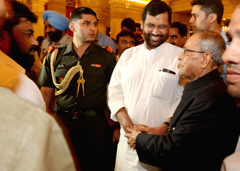 President Pranab Mukherjee with LJP chief and Union Minister for Consumer Affairs, Food and Public Distribution Ramvilas Paswan and others during an Iftar Party at Rashtrapati Bhawan in New Delhi on . - Pranab Mukherjee