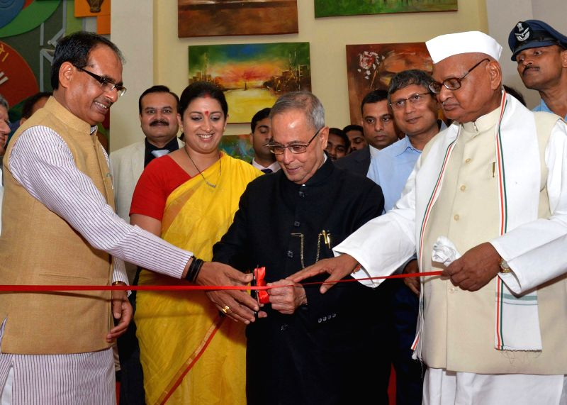 President Pranab Mukherjee with Madhya Pradesh Governor Ram Naresh Yadav Union Human Resources Development Minister Smriti Irani and Madhya Pradesh Chief Minister Shivraj Singh Chouhan during the ... - Smriti Irani, Pranab Mukherjee and Shivraj Singh Chouhan