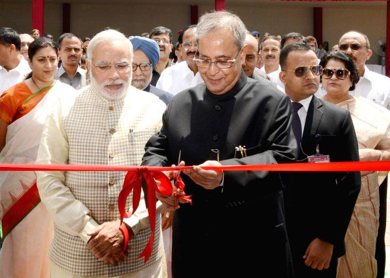 President Pranab Mukherjee with Prime Minister Narendra Modi, former Prime Minister Manmohan Singh Union HRD Minister Smriti Z Irani during a programme organised to dedicate the Rashtrapati Bhavan ... - Narendra Modi and Smriti Z Irani