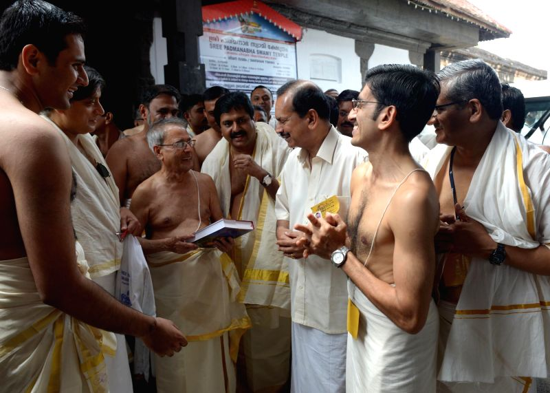 President Pranab Mukherjee with Railway Minister D.V. Sadanand Gowda, Congress leader Shashi Tharoor and others during his visit to Padmanabhaswamy Temple in Thiruvananthapuram on July 19, 2014. - D. and Shashi Tharoor
