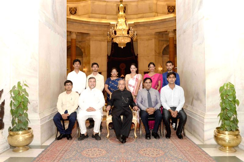 President Pranab Mukherjee with students and faculty of Gauhati University at Rashtrapati Bhawan in New Delhi on Aug 1, 2016. - Pranab Mukherjee