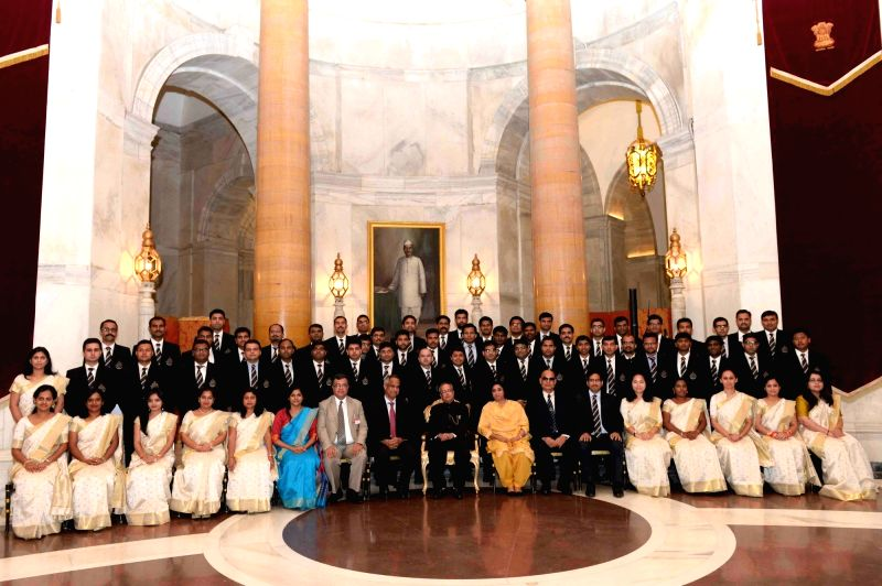 President Mukherjee meets batch of Indian Revenue Service, National Academy of Customs - Pranab Mukherjee