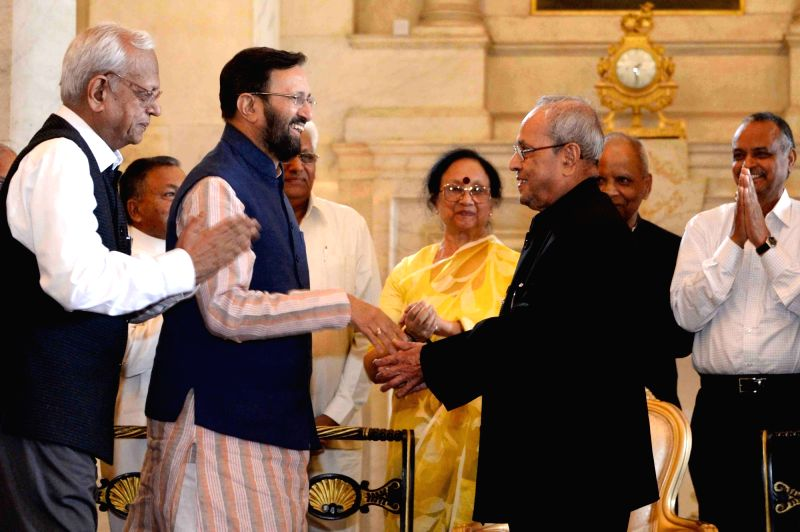 President Pranab Mukherjee with Union HRD Minister Prakash Javadekar during Hindi Sevi Samman Yojna Awards for the Year 2015 at Rashtrapati Bhavan on May 30, 2017. - Prakash Javadekar and Pranab Mukherjee