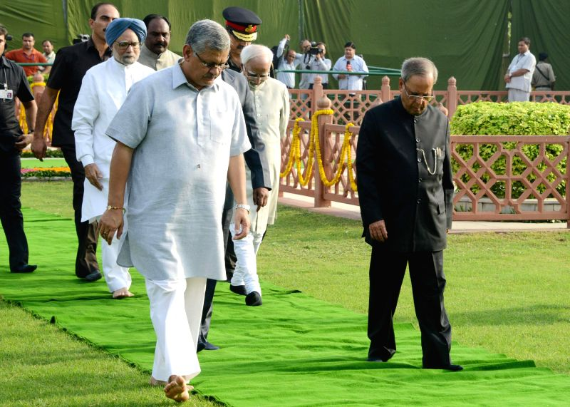 President Pranab Mukherjee with Vice-President Mohammad Hamid Ansari and former Prime Minister Manmohan Singh during a programme organised to pay tribute to Former President Dr. Shanker Dayal Sharma . - Manmohan Singh and Pranab Mukherjee