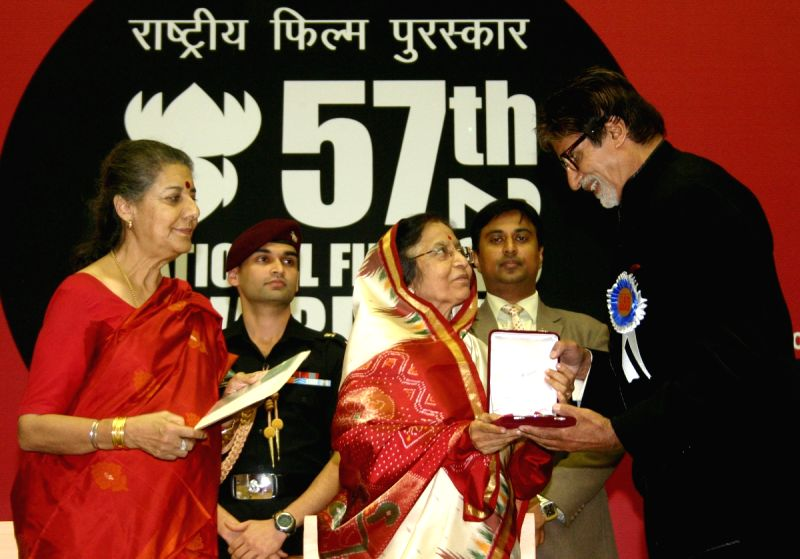 Amitabh Bachchan with family members after receiving the Best Actor award for Paa at the 57th National Films Awards, in New Delhi on Friday 22 Oct 2010. - Ambika Soni and Pratibha Patil
