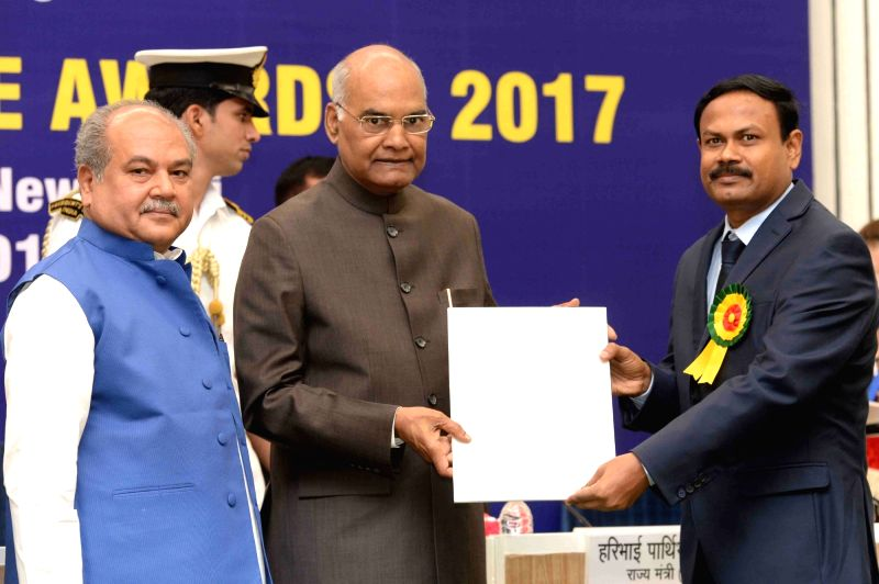 President Ram Nath Kovind presents National Geoscience Awards 2017, in New Delhi on May 16, 2018. Also seen Union Panchayati Raj, Rural Development and Mining Minister Narendra Singh Tomar. - Narendra Singh Tomar and Nath Kovind